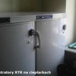 Rejestratory temperatury RTR-52 zamocowane na cieplarkach