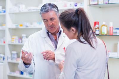 Transport szczepionki z apteki do punktu szczepień, przechowywanie szczepionki w lodówce.