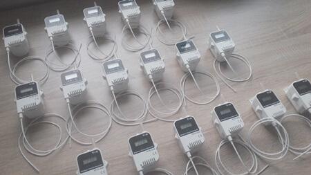 Nowoczesne radiowe rejestratory temperatury zsondą